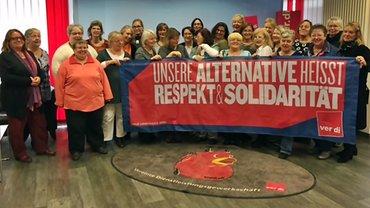 Der Landesfrauenrat zeigt Flagge gegen Rassismus, Sexismus und Hass.