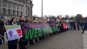 ver.di-Frauen in Aktion gegen §219a
